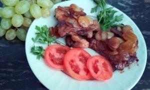 Свинина в медово-горчичном соусе с виноградом