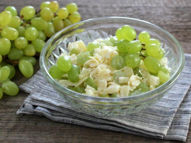 салат с виноградом
