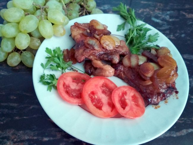 свинина, помидоры, виноград