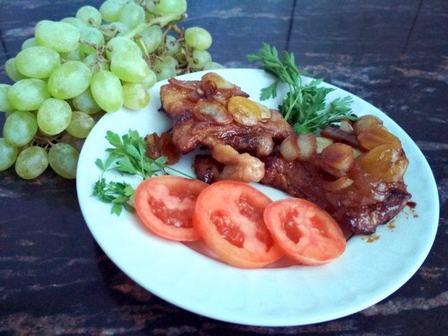 свинина с виноградом
