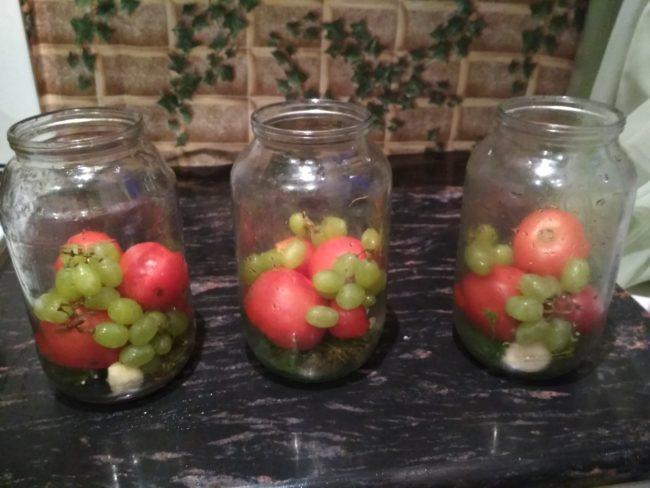 помидоры с виноградом