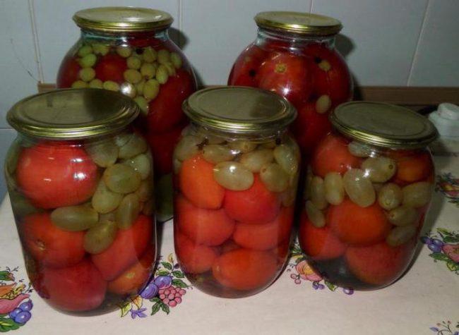 банки с маринованными помидорами
