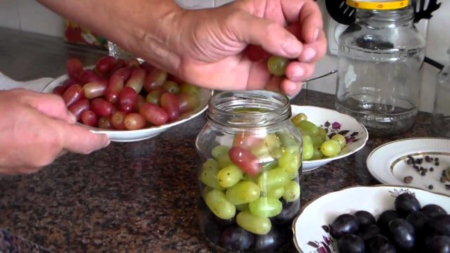 рука виноград
