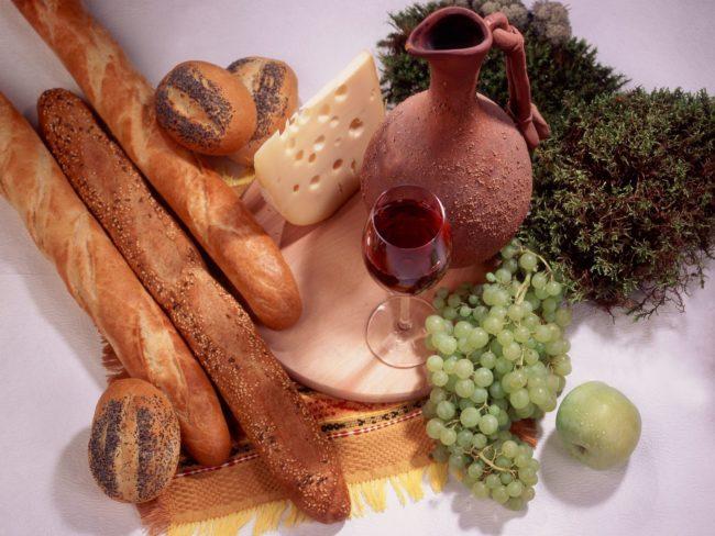 багет и виноград