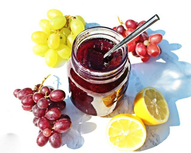 банка варенья виноград