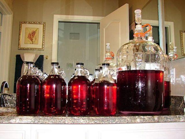домашнее вино в бутылках