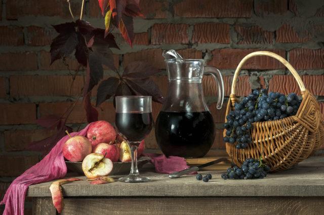 яблоки, виноград, вино