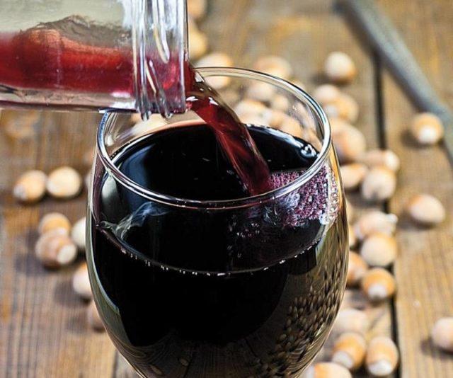 вино в бокал