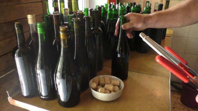 укупоривание бутылок с вином